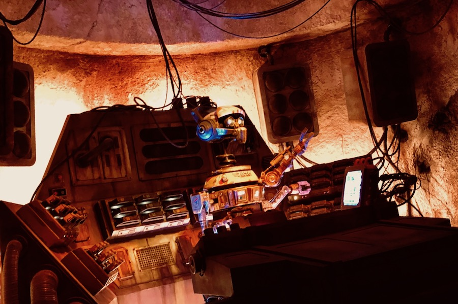 DJ-R3X at Oga's Cantina