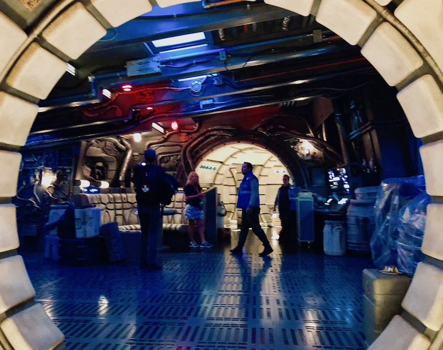 Millennium Falcon: Smugglers Run hold star wars blooloop