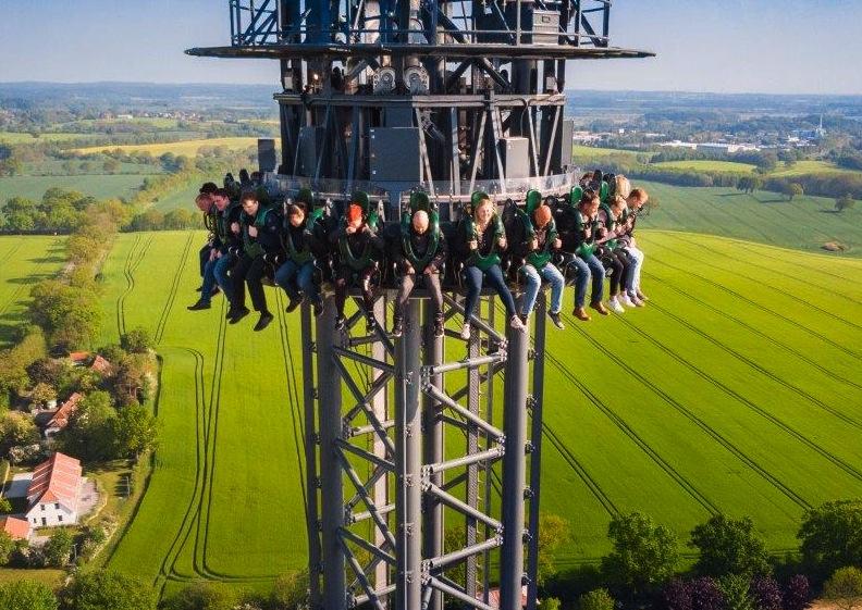 Highlander-tower-rides-Hansa-Park-tilting-seats