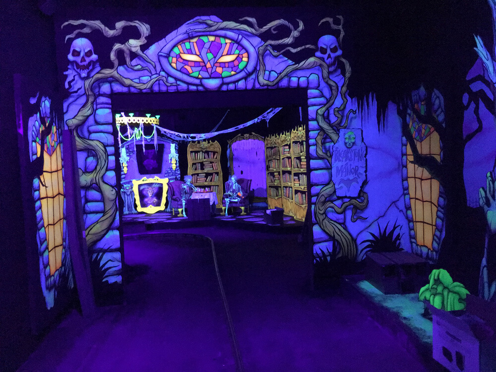 Mystic-Manor-OWA-scene