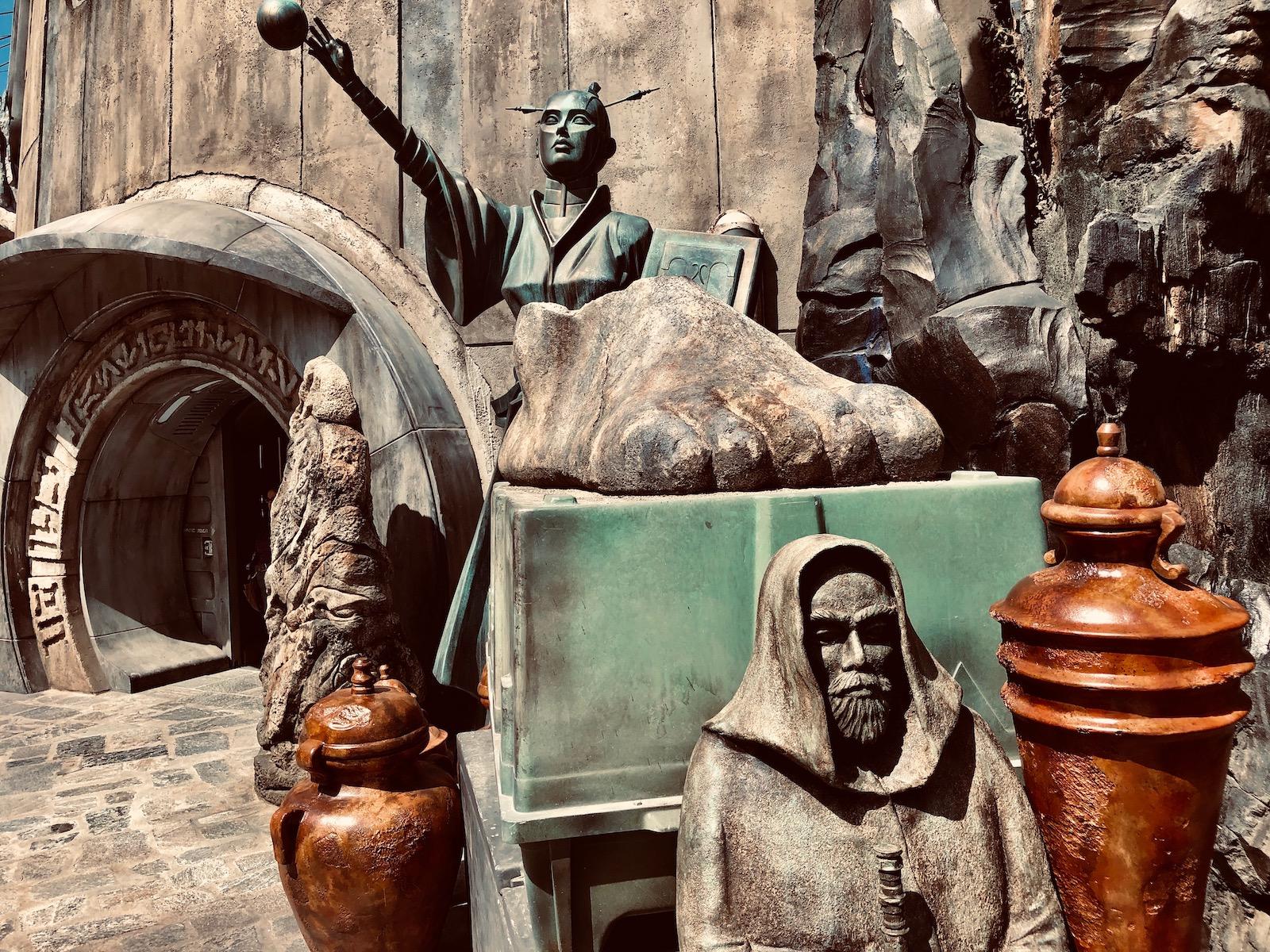 Dok-Ondar's Den of Antiquities Star Wars: Galaxy's Edge Easter Eggs