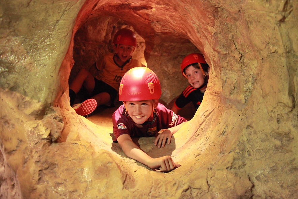 Walltopia artifical caves kids