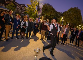 IAAPA Expo Europe Paris_IEE 2019_opening reception performer