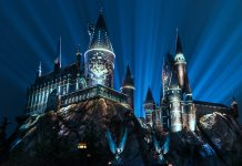 Nighttime lights at Hogwarts Castle, Universal