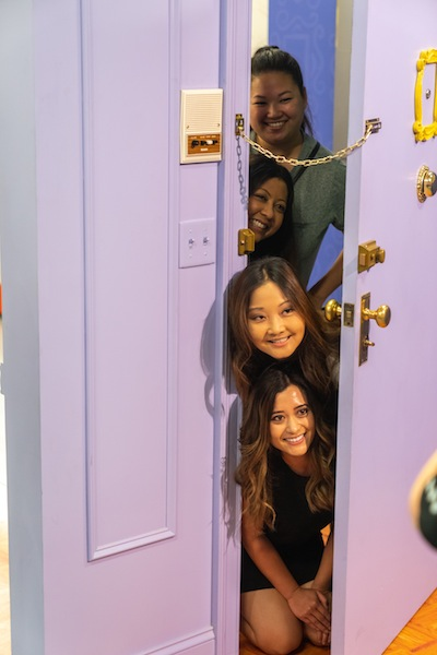 Friends-Pop-Up-Experience-door