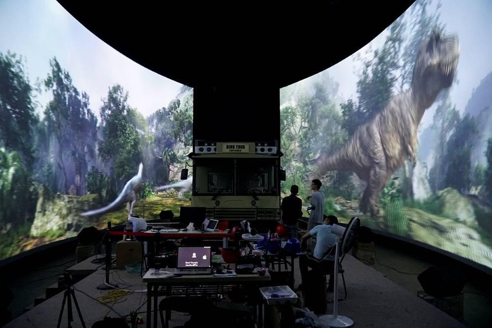 Super 78 Dino Tour ride 3D screens