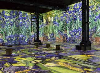 Barco Culturespaces Van Gogh projection on the walls