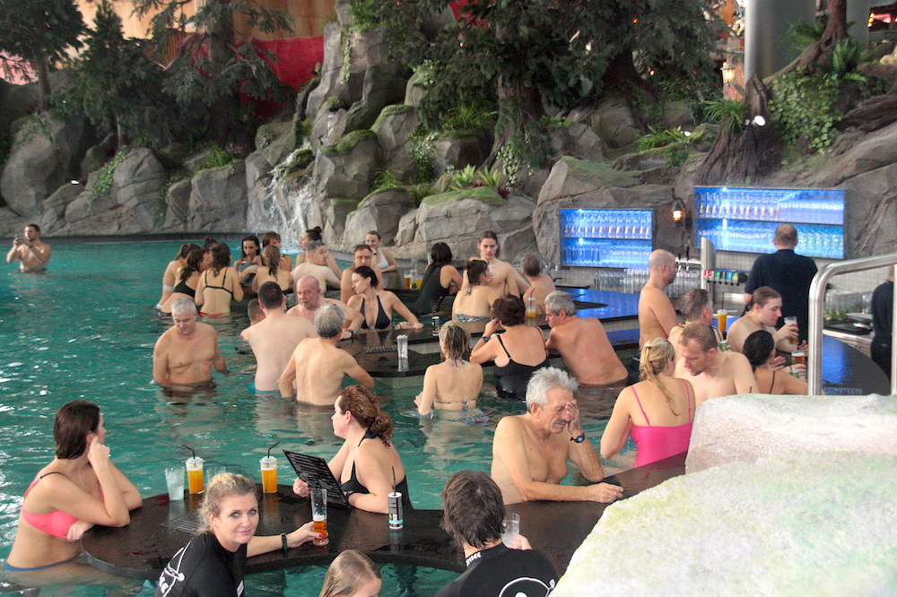 Rulantica swim up bar
